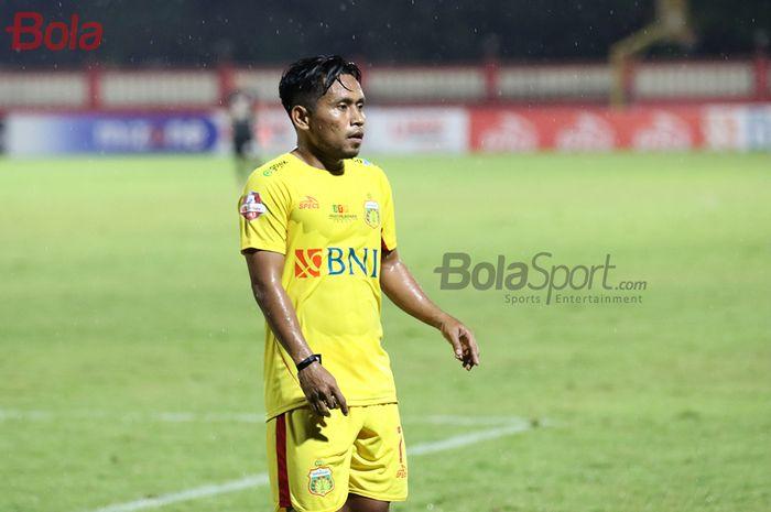 Pemain sayap Bhayangkara FC, Andik Vermansah, ketika laga Bhayangkara FC malawan Persija Jakarta di Stadion PTIK, Melawai, Jakarta Selatan (14/3/2020)