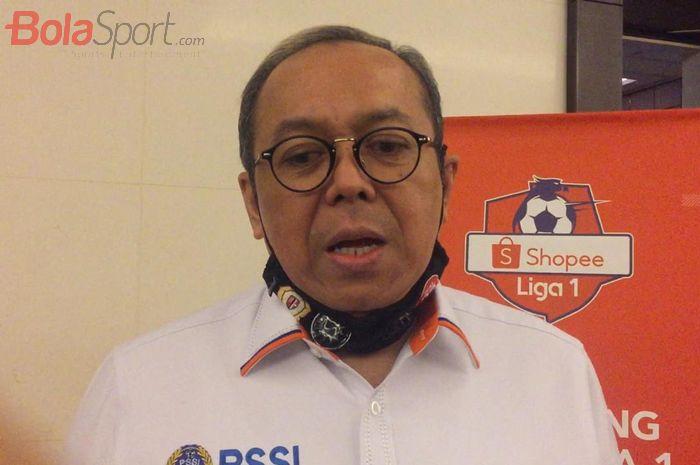 Direktur Utama PT LIB, Akhmad Hadian Lukita usai manager meeting dengan 18 klub untuk membahas lanjutan Liga 1 2020.