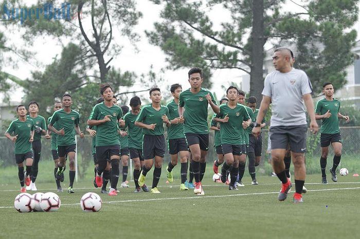 Para peemain Timnas U-16 Indonesia mengikuti pemusatan latihan di National Youth Training Center (NYTC), Sawangan, Depok, Jawa Barat, Senin (13/5/2019), untuk Piala AFF U-16 2019.