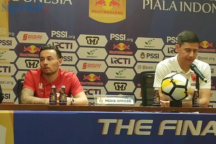 Pemain dan pelatih PSM Makassar, Marc Klok serta Darije Kalezic memberikan keterangan pers pasca laga kontra Persija Jakarta, Minggu (21/7/2019).