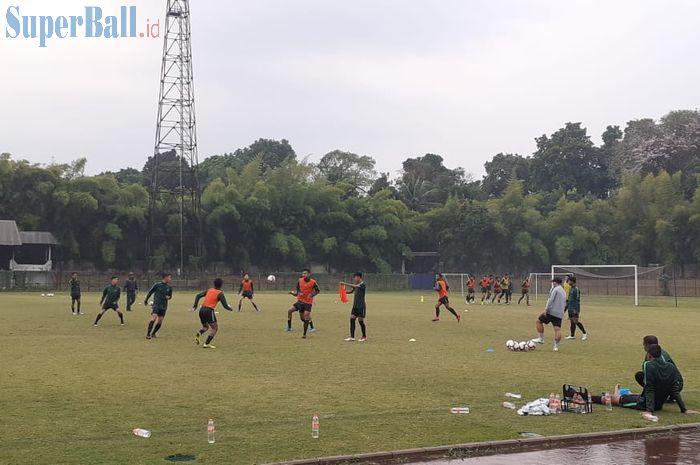 Suasana latihan timnas U-19 Indonesia di Stadion Pajajaran, Kota Bogor, Kamis (26/9/2019).