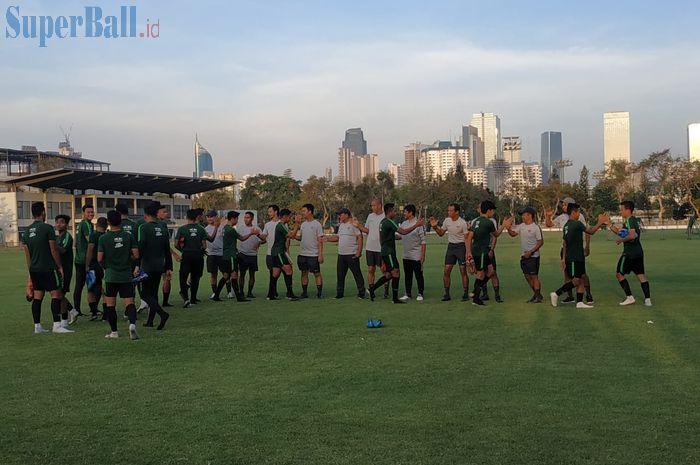 Suasana latihan timnas U-23 Indonesia di Lapangan G, Senayan, Jakarta, Senin (21/10/2019).