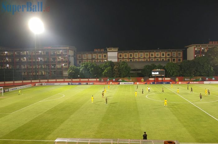 Suasana pertandingan Tira-Persikabo Vs Bhayangkara FC, di Stadion PTIK, Jakarta Selatan, Sabtu (19/10/2019).