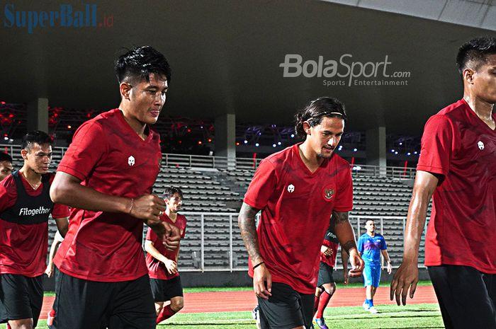 Timnas Indonesia sedang melakukan jogging dalam latihan perdana dibawah asuhan Shin Tae Yong (14/2/2020)