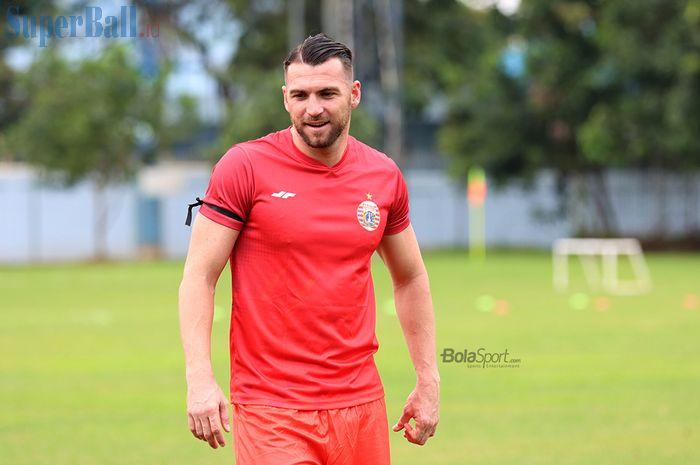 Striker asing Persija Jakarta, Marko Simic, sedang menjalani latihan di Lapangan Sutasoma, Halim, Jakarta Timur (11/3/2020)