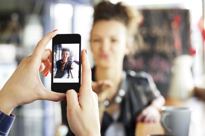 Menarik, Foto Profil di Sosial Media Bisa Cerminkan Kepribadian Moms