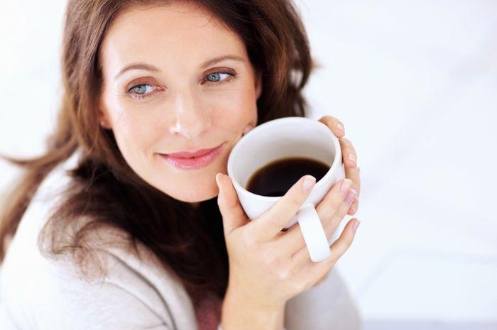Seberapa bahaya minum kopi dan teh di saat perut kosong