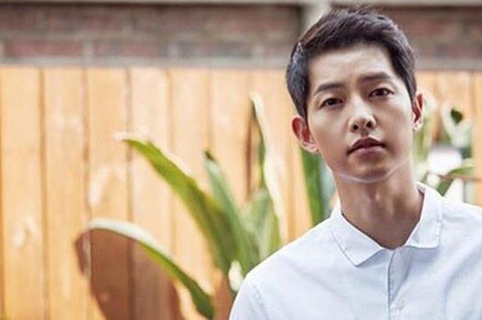 Wow! 6 Potret Manis Song Joong Ki Ini Bikin Hati Moms Meleleh (Instagram)