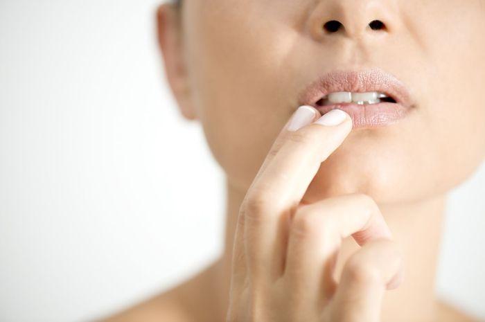 Cara ampuh dan mudah atasi bibir kering dengan bahan-bahan yang ada di rumah