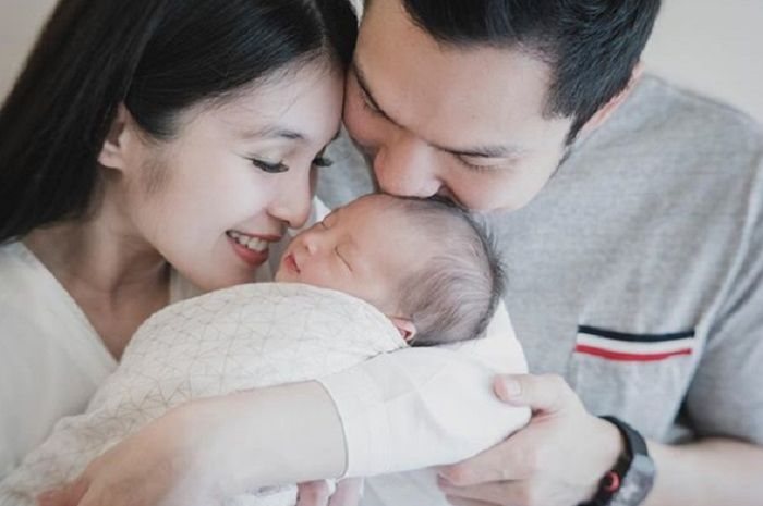 Foto keluarga pertama Sandra Dewi, Harvey Moeis dan Raphael Moeis