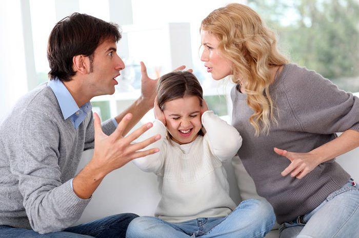 Orangtua suka bertengkar didepan akan, membuat anak punya kecenderungan bipolar.
