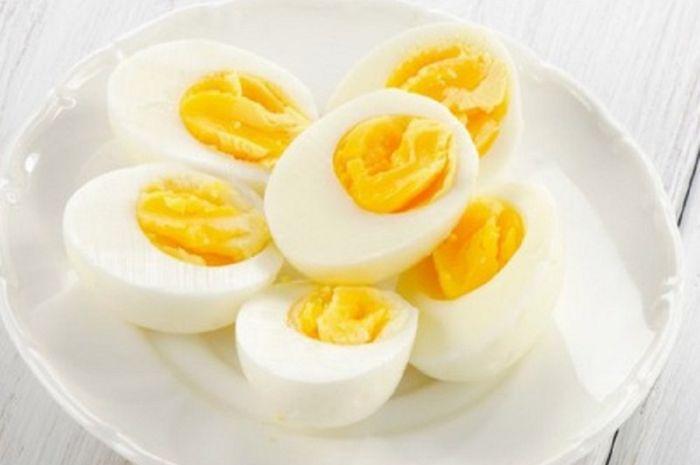 Telur rebus camilan yang cukup baik untuk memenuhi rasa lapar dan asupan proteinnya tinggi.