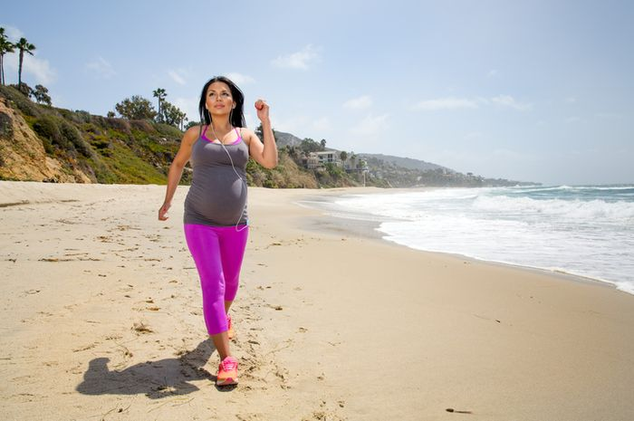 Manfaat ibu hamil berjalan kaki (iStock)
