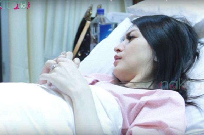Donita sedang beristirahat sebelum melakukan operasi sesar anak keduanya