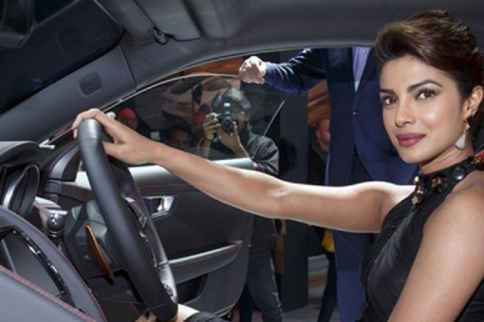 Sederet Mobil Mewah Artis Cantik Bollywood
