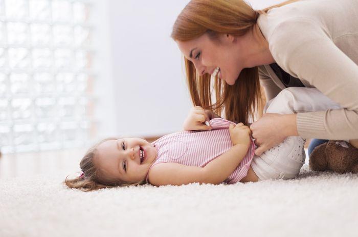 Menggelitik anak ternyata dapat membantu anak belajar bicara