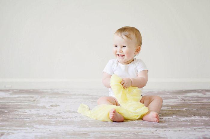 Eksplorasi si kecil akan membantu melatih motorik kasarnya