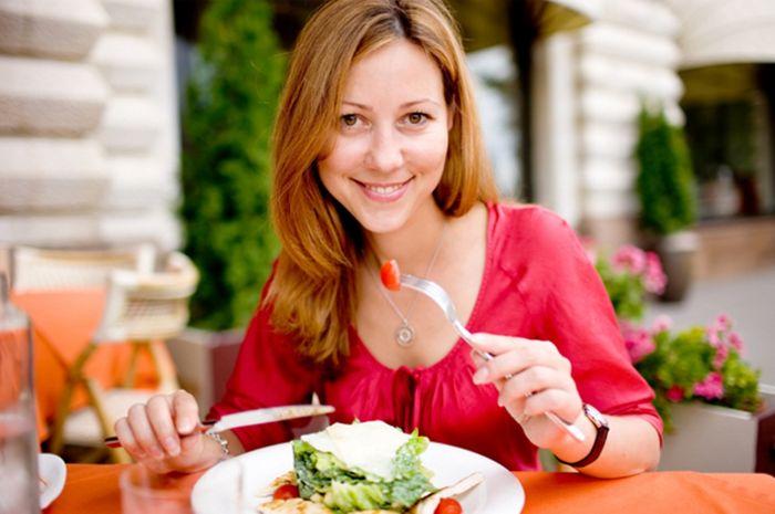 Kebiasaan makan sehat membuat tubuh selalu sehat dan bugar