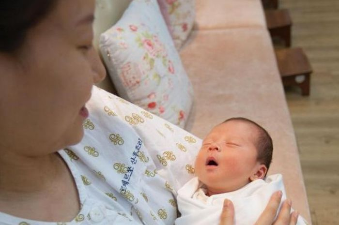 Tradisi pasca melahirkan di Korea