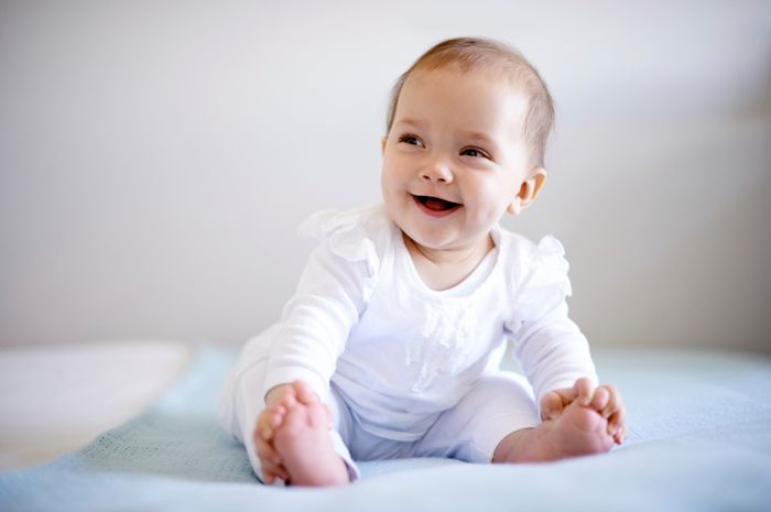 Kapan bayi mulai duduk dengan tegak? (iStock)