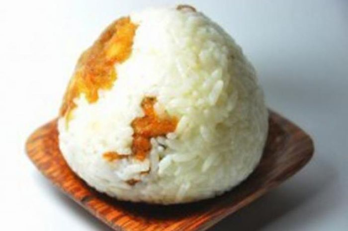 Nasi kepal krim ayam jamur sarat gizi sehingga baik disajikan untuk anak.