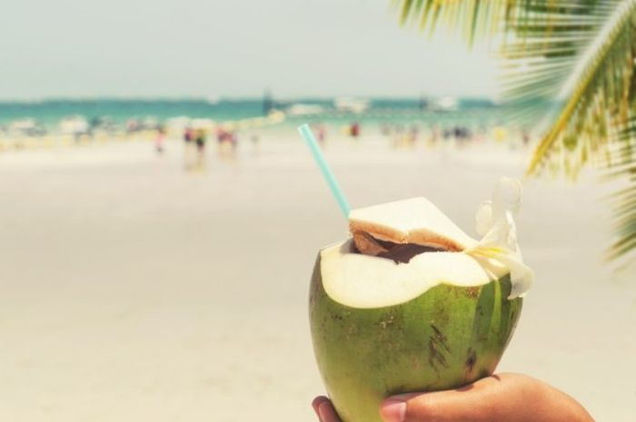 Berikut air kelapa hijau saat keracunan obat.