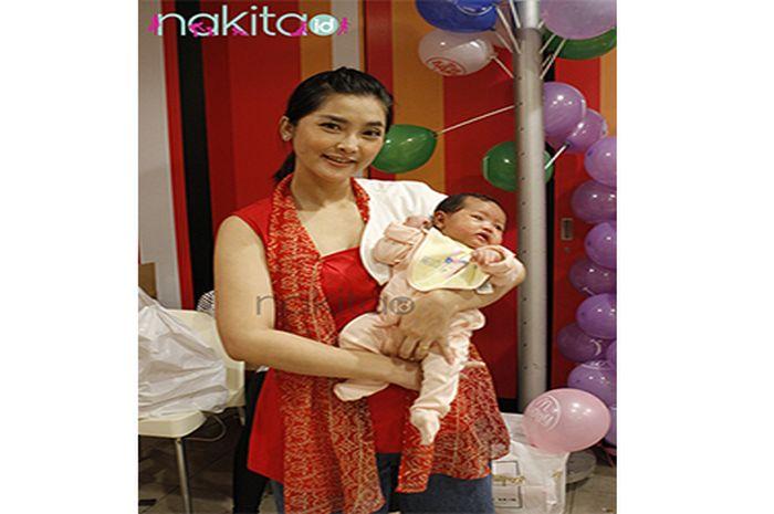 Eva Anindita & Baby Raquelle Magali Zachrie saat di temui Nakita.id, Jumat (30/3/2018)