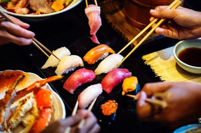 Bolehkah Moms memakan sushi ketika sedang menyusui Si Kecil?