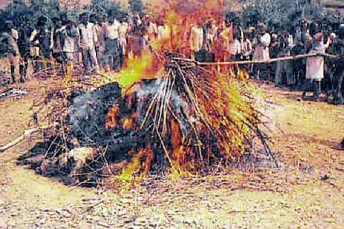 tradisi pati obong, membakar diri demi menjaga kehormatan