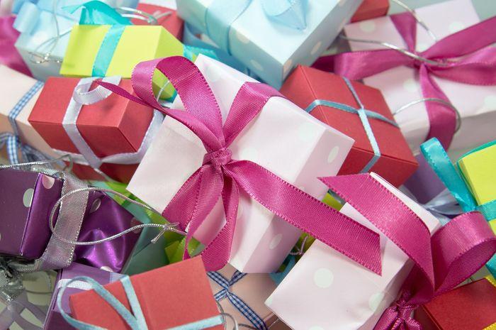 Hadiah untuk si kecil perlu diberikan dengan cara bijaksana.