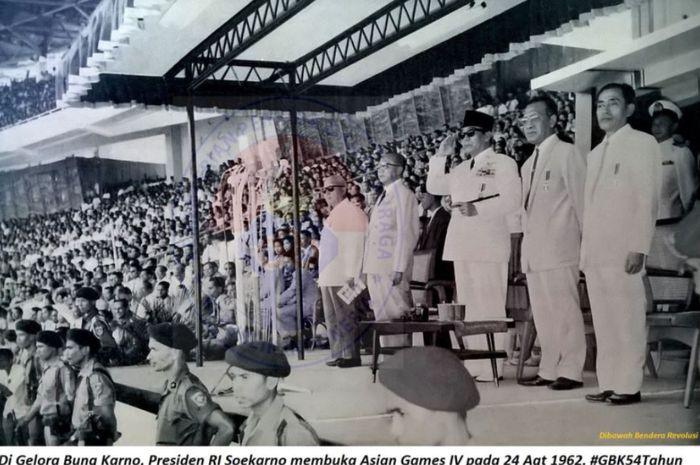 Soekarno dalam pembukaan Asian Games 1962