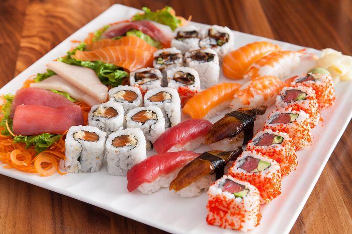 restoran unik yang menyajikan sushi di atas tubuh manusia