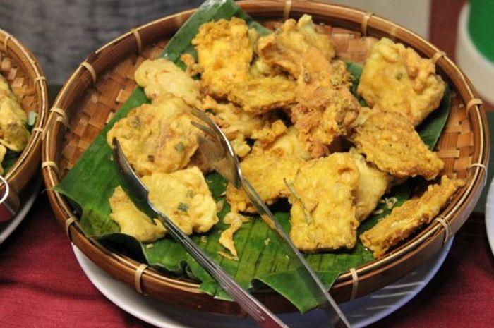 Di Indonesia, gorengan tak hanya dijadikan lauk, tetapi juga untuk dijadikan camilan, yang sayangnya kurang baik untuk kesehatan.