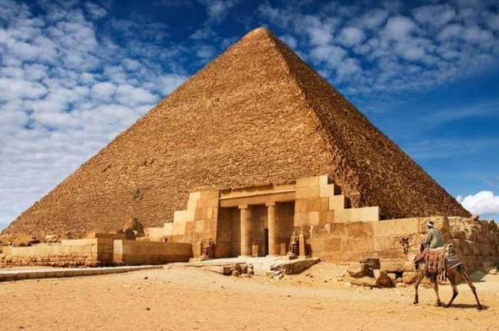 Piramid Agung di Ghiza yang meramalkan terjadinya kiamat.