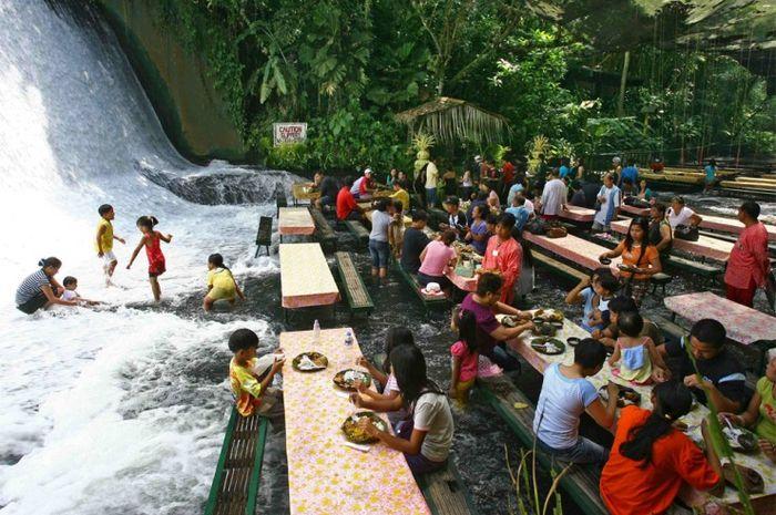 The Labassin Waterfall Restaurant di Filipina yang mengusung tema unik