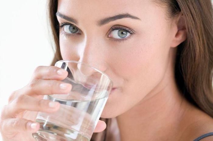 Manusia dapat bertahan hidup sampai dua minggu tanpa makanan. Akan tetapi tanpa air, kehidupan akan berakhir dalam tiga hari.