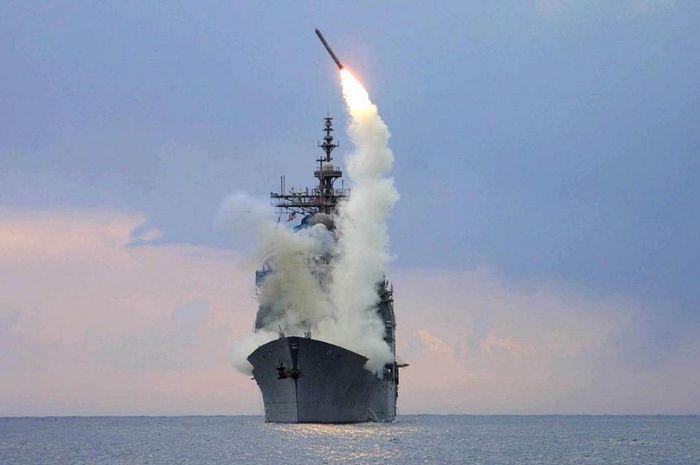 Ilustrasi peluncuran rudal Tomahawk