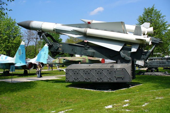Sistem pertahanan S-200 di museum Ukraina.