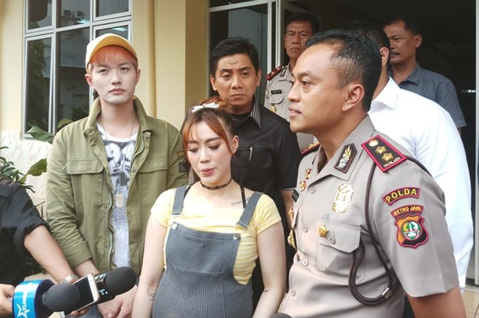 Lee Jeong Hoon saat ditemui Grid.ID di Polsek Metro Tanah Abang, Jakarta Pusat.