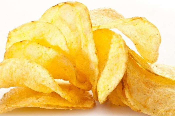Lemak trans banyak terdapat pada makanan kemasan contohnya crackers, permen, kue cookies, keripik, makanan ringan, dan goreng-gorengan.