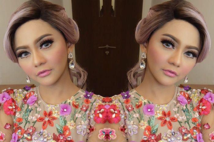 Jenita Janet Tampil ala Supermodel Saat Pemotretan, Lihat yuk!