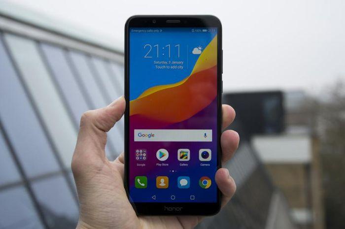 Ponsel Honor 7C tampil dengan desain unibody metal dengan kaca tempered 2.5D dengan layar FullView 5.99 inci, rasio aspek 18:9 dan resolusi 1440x720.