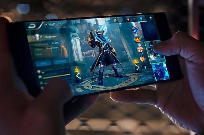 Pada November 2017, Razer merilis smartphone gaming bernama Razer Phone yang sekaligus menandai debut produsen peralatan game itu di dunia smartphone.