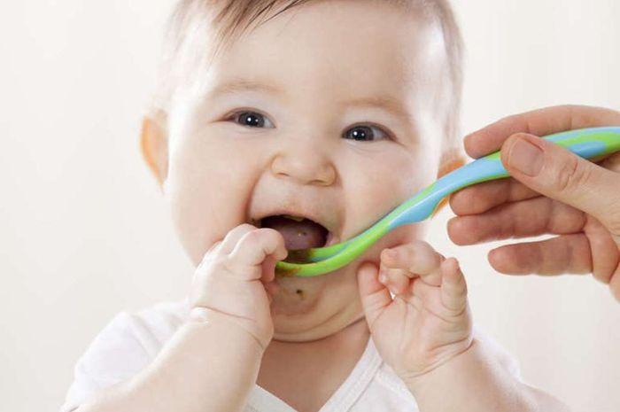 Responsive feeding adalah prinsip pemberian MPASI yang berdasarkan pada kebutuhan kapan bayi membutuhkan makan, bukan pada jadwal pemberian makan yang ketat.