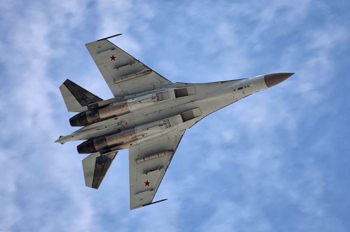 Jet tempur Su-5