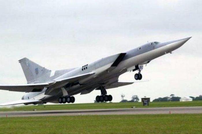 Pesawat pembom TU22M3 yang akan dimodifikasi menjadi TU22M3M, pesawat pembom terbaru milik Rusia.