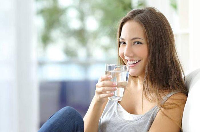 Diet Air Putih Hangat Turunkan Berat Badan Hingga Cegah Penuaan Dini Semua Halaman Nakita