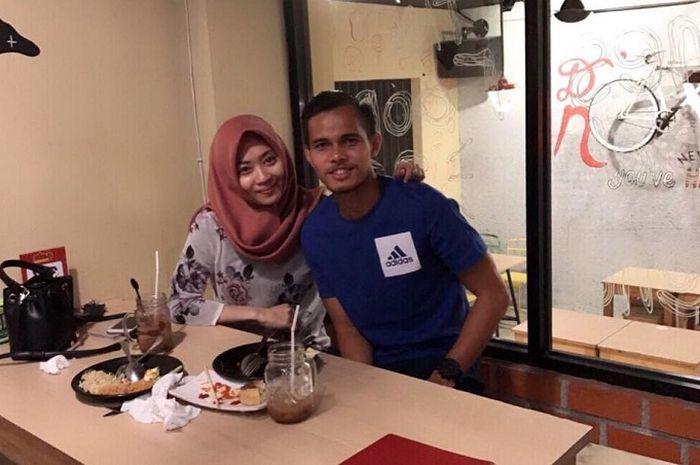Bek Persija Jakarta, Rezaldi Hehanusa dan Andita saat makan bersama akan segera melangsungkan pernikahan.