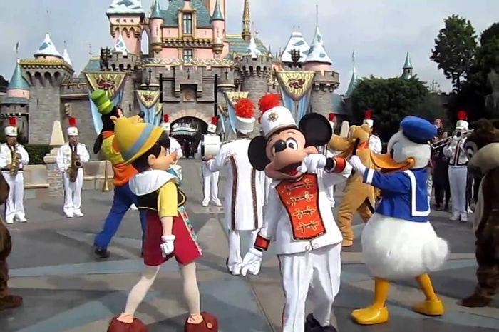 Larangan saat berkunjung ke Disneyland