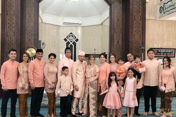 Pernikahan kakak Nia Ramadhani berlangsung sederhana
